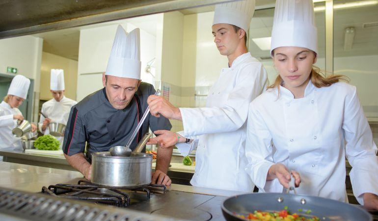 Formaci n gratuita de j venes en verano ser madrid norte hora 14 madrid norte cadena ser - Ayudante de cocina madrid ...
