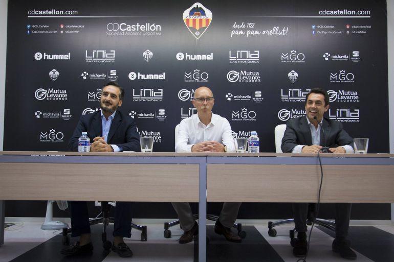 El empresario castellonense, Vicente Montesinos, el entrenador Frank Castelló y el director general Jordi Bruixola