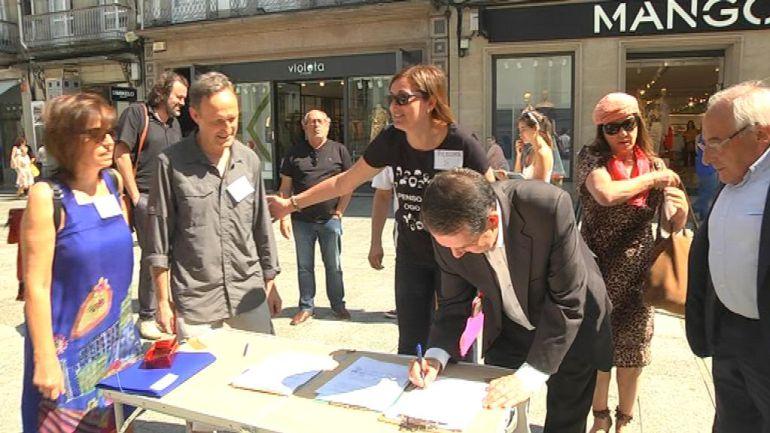Carme Adán y otros profesores de filosofía recogen firmas en Príncipe