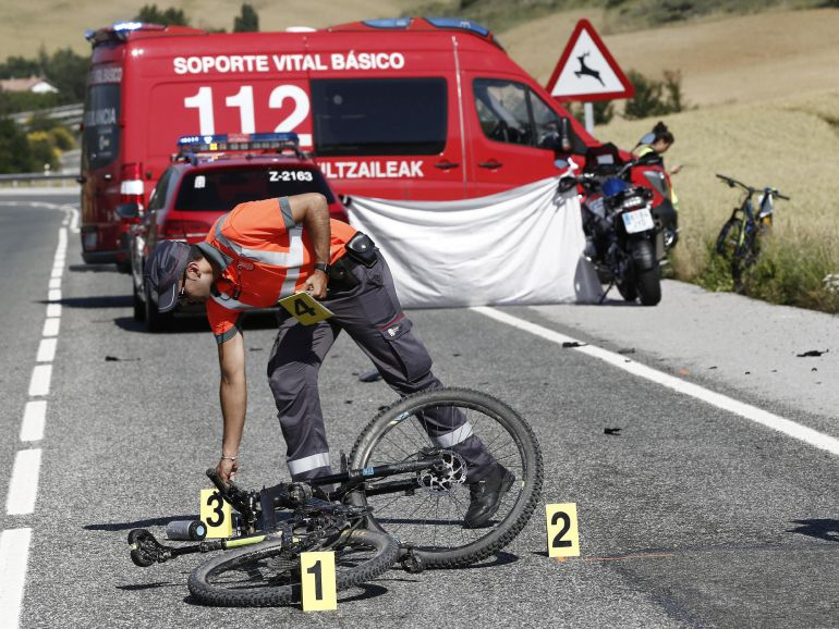 Policía Foral inviestigando el atropello mortal en Navarra