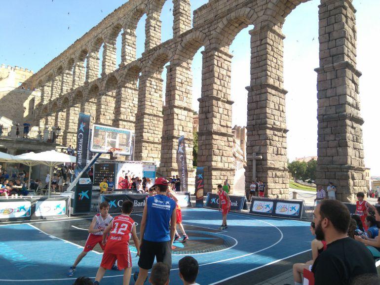 Torneo 3 x 3 de baloncesto a los pies del Acueducto