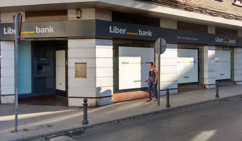 Liberbank y sindicatos negocian este lunes las medidas del nuevo ERE