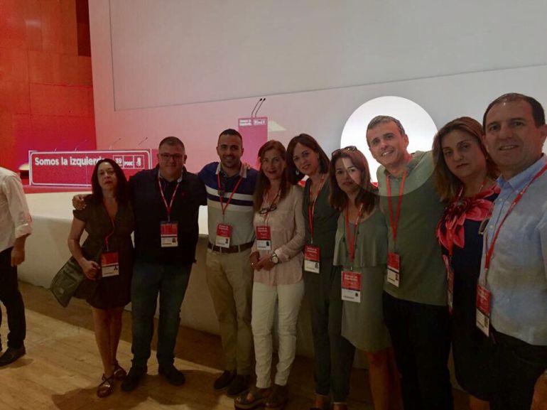 Ignacio López durante el congreso federal del PSOE de este fin de semana junto a otros militantes del partido