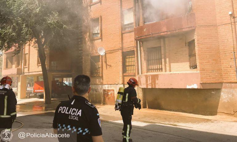 Imagen facilitada por la Policía Local del incendio en La Milagrosa