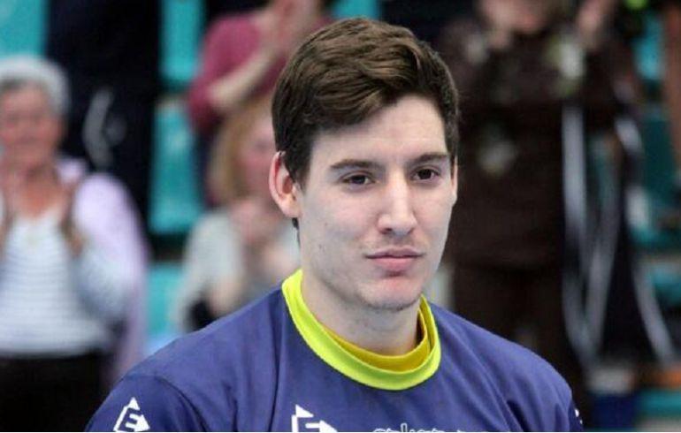 Eloy Krook con la camiseta de Cangas