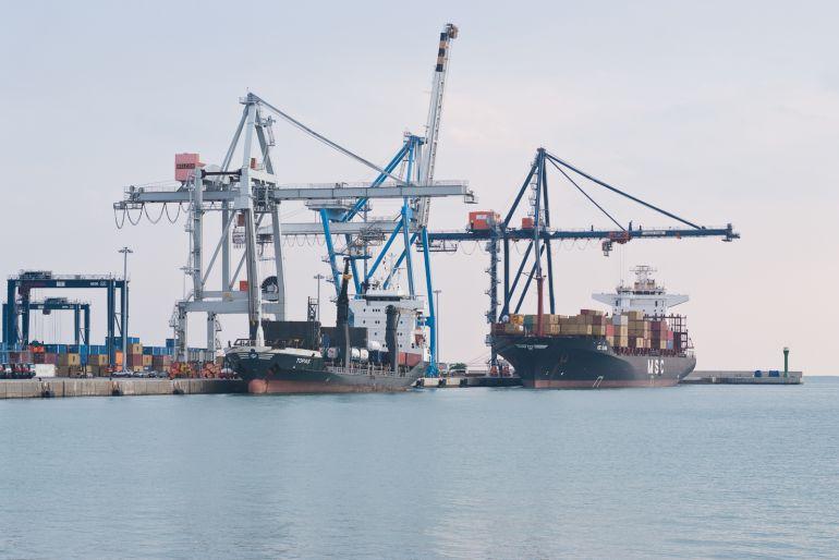 ECONOMÍA: Los estibadores del Puerto de Castellón vuelven a secundar la huelga