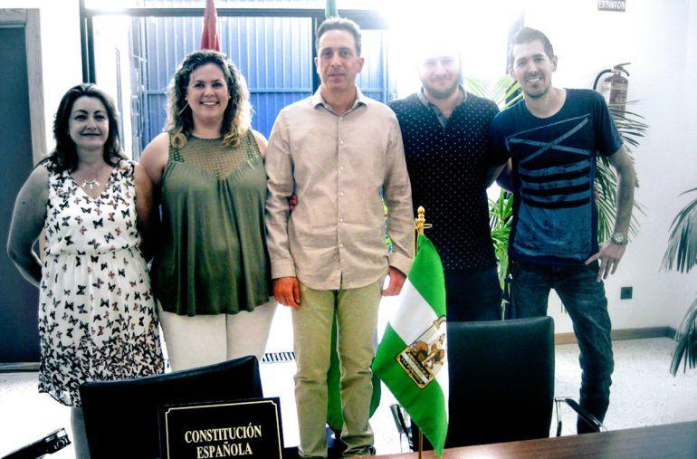 Nuevo gobierno local de Purullena (Granada) con el nuevo alcalde en el centro