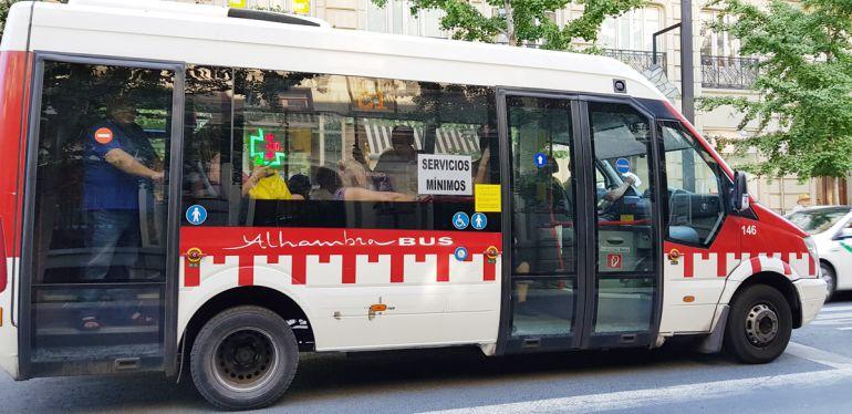 Autobús en huelga de Alhambra Bus en Granada