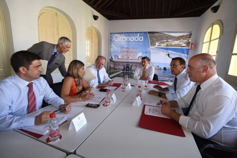 Uno de los momentos del encuentro de los seis presidentes de diputaciones andaluzas gobernadas por el PSOE en Granada