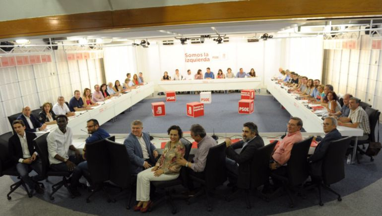 Vicent Torres en la reunión de la ejecutiva del PSOE