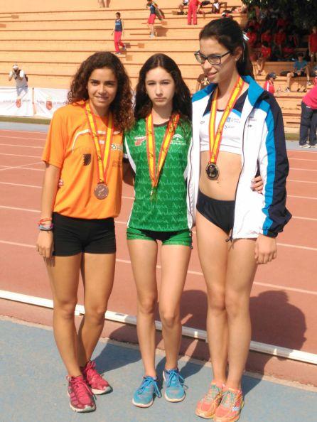 Irene Rodriguez (en el centro) con sus compañeras de podio