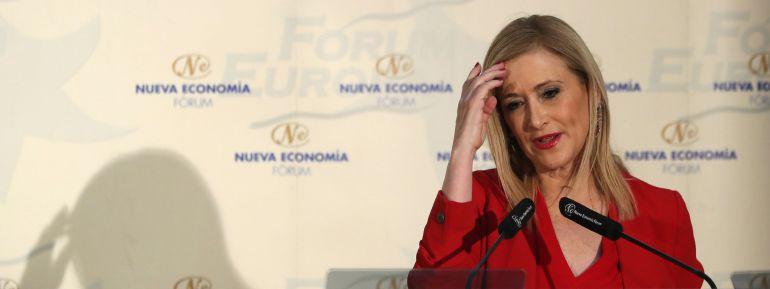 La presidenta de la Comunidad de Madrid, Cristina Cifuentes,durante su intervención en un desayuno informativo que protagonizó hoy en un hotel de Madrid