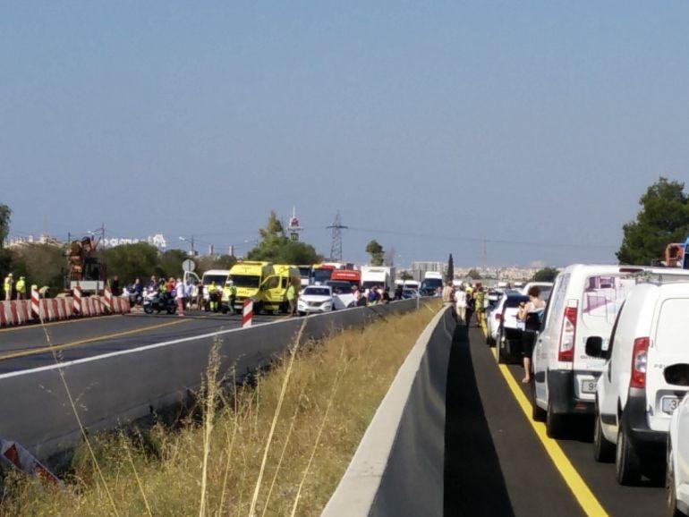 La caída de un cable eléctrico colapsa la autopista de Inca