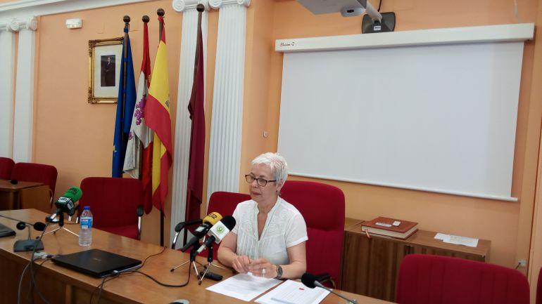 Carmen Alonso explica las medidas a los medios de comunicación