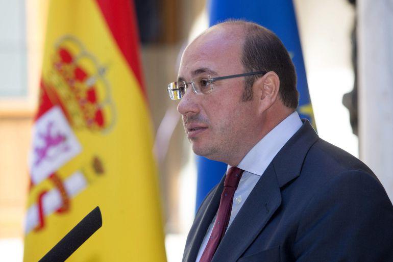 Pedro Antonio Sánchez registra sus dos primeras mociones tras su vuelta al Parlamento