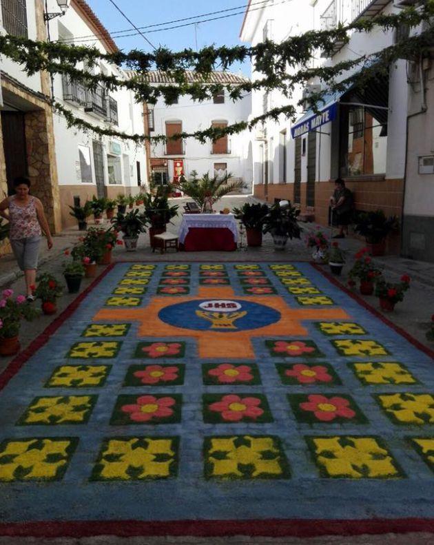 Así fue elaborada la alfombra del Corpus 2017 de Tarancón