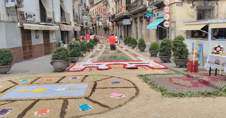Calle Doctor Muñoz de Cazorla decorada por la Hermandad de la Juventud