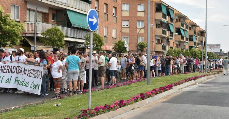 Manifestación con la incineradora y el vertedero en Colmenar Viejo