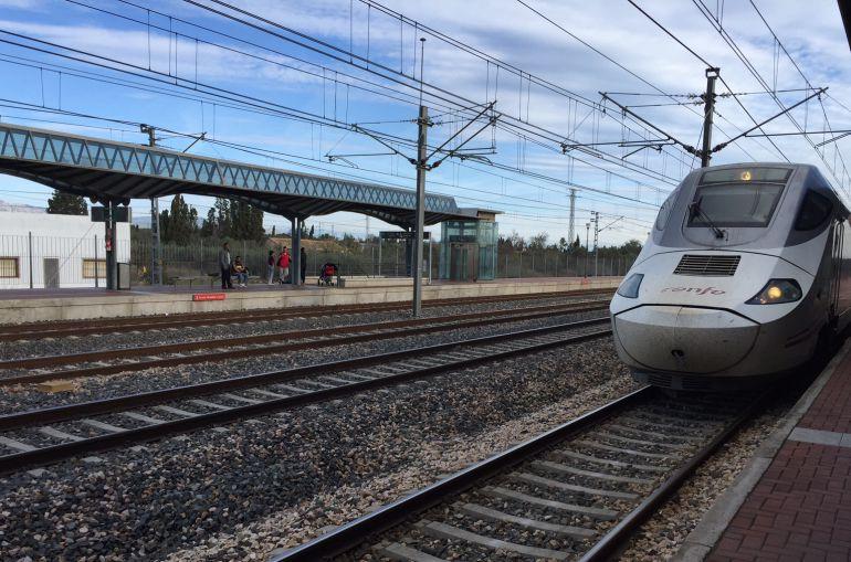 Imatge d'arxiu d'una de les primeres aturades de l'Euromed a l'estació de l'Aldeat