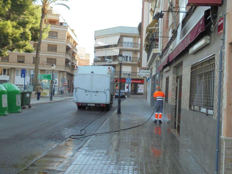 Baldeo de calles en Petrer