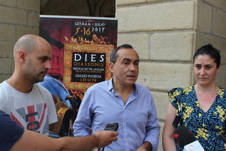 El delegado de Impulso de Ciudad, Miguel Ángel Páez, durante la rueda de prensa, acompañado de Rubén Fraile y Monika Lukin