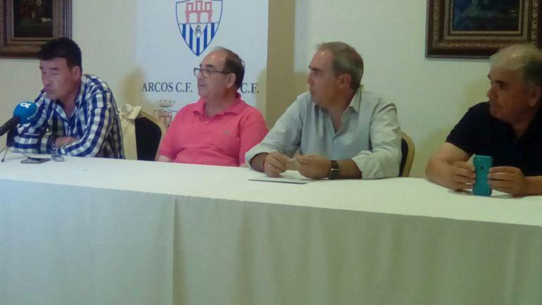Rafael Escobar durante la presentación como nuevo entrenador del Arcos CF