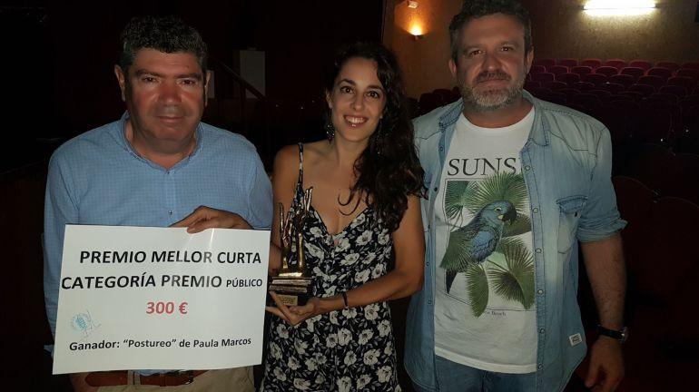 """Entrega del premio al mejor corto elegido  por el público que fue para """"Postureo"""" de Paula Marcos"""