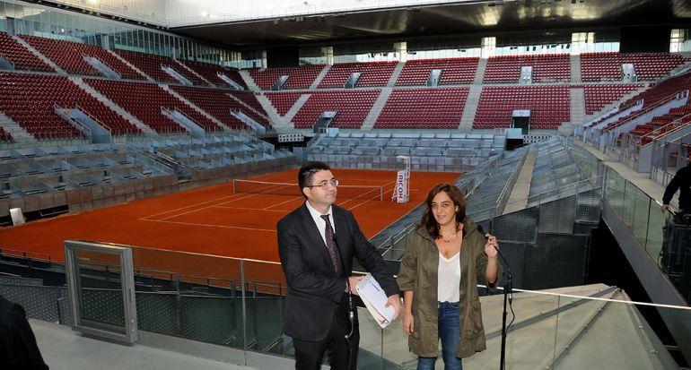 Carlos Sánchez Mato y Celia Mayer durante una visita a la Caja Mágica en septiembre de 2015.