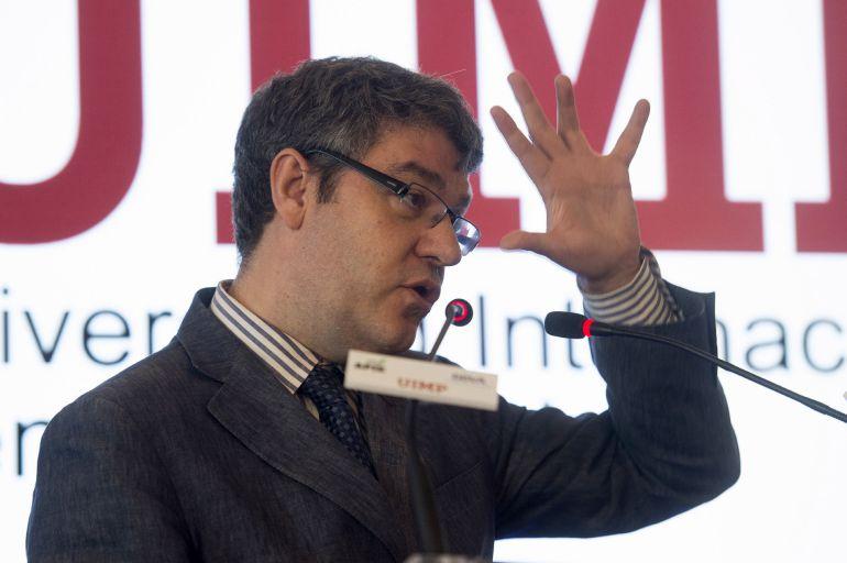 """El ministro de Energia, Turismo y Agenda Digital, Álvaro Nadal, durante su intervención en el curso """"La cuarta revolución. ¿Cómo afecta la agenda digital a la economía y a la industria?""""."""