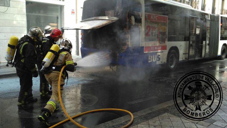 Los bomberos han sofocado el incendio originado en el motor