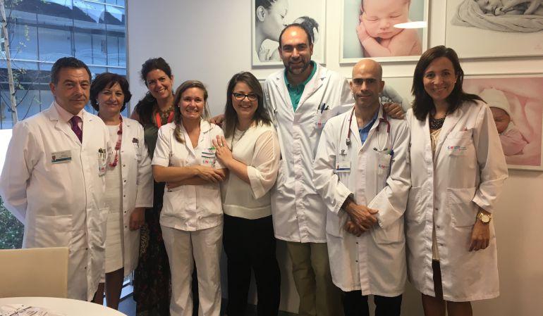 Equipo de neonatología en la nueva sala de estar para padres de niños ingresados en esta unidad
