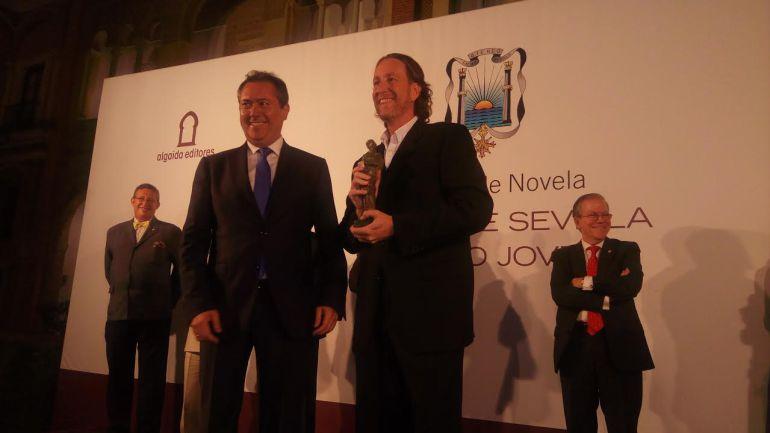 """Jerónimo Tristante y su """"Nunca es tarde"""", gana el Premio de Novela Ateneo de Sevilla"""