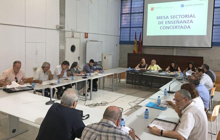 Reunión de la Mesa Sectorial de la Educación concertada celebrada este lunes.