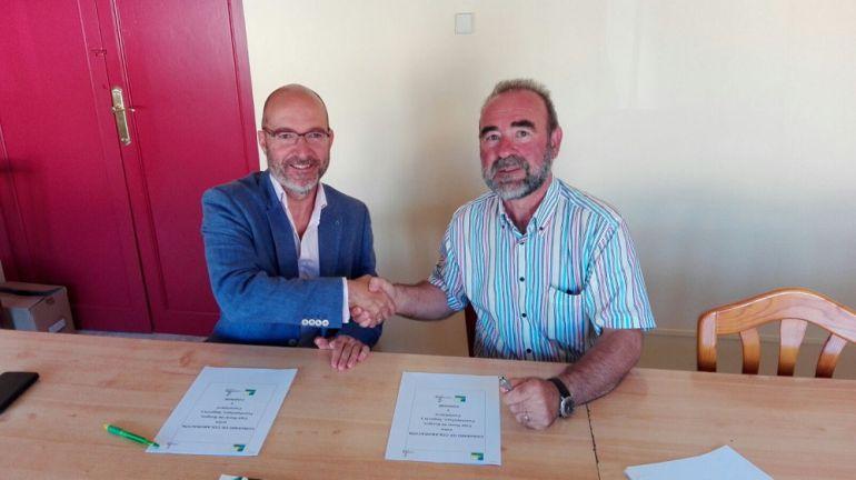 Firma de convenio de colaboración entre Cajaviva Caja Rural y Codinse