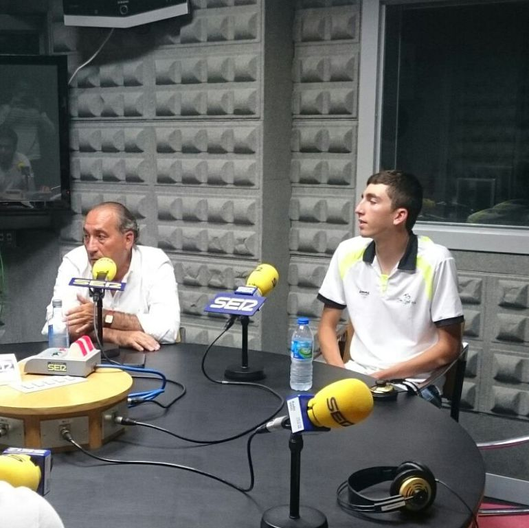 José Luis Chamorro, presidente del CC Rías Baixas junto a Raúl González en Radio Vigo