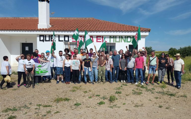 Foto de archivo de activistas del SAT ocupando Somontes