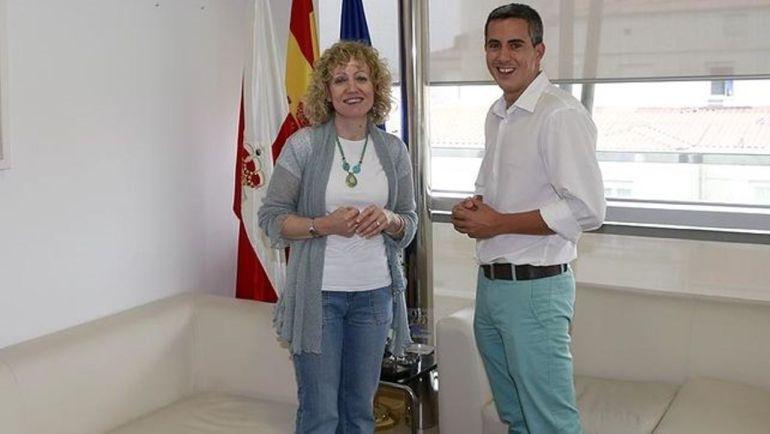 Imagen de archivo de una reunión entre Eva Díaz Tezanos y Pablo Zuloaga.