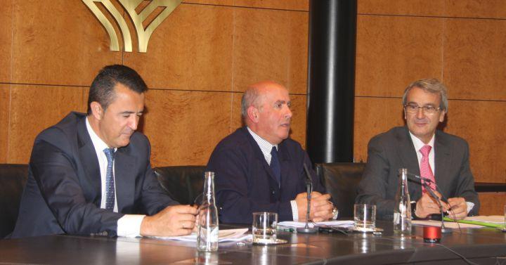 Caja rural de granada nombra nuevo director general y for Caja de granada oficinas