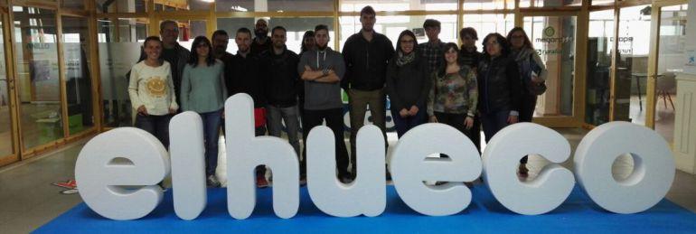 El grupo de jóvenes que han participado en el proyecto 'Incubadora de talentos' visitaron el espacio 'El hueco' en Soria.