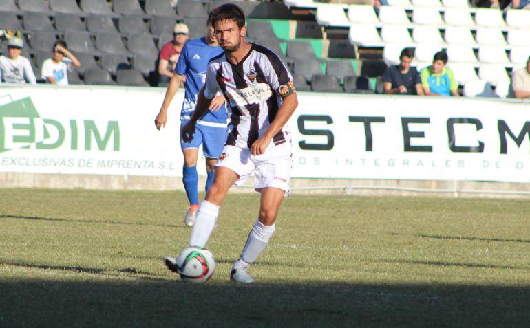 El capitán del CD Castellón Jordi Marenyà en un partido en Castalia
