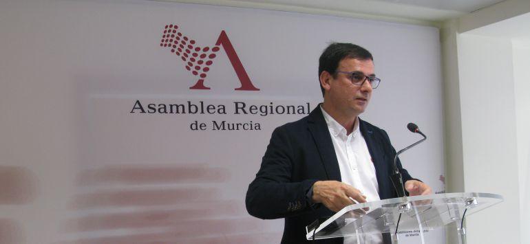 El PSOE acusa a la portavoz del Gobierno de usar su cargo institucional para defender al diputado Sánchez