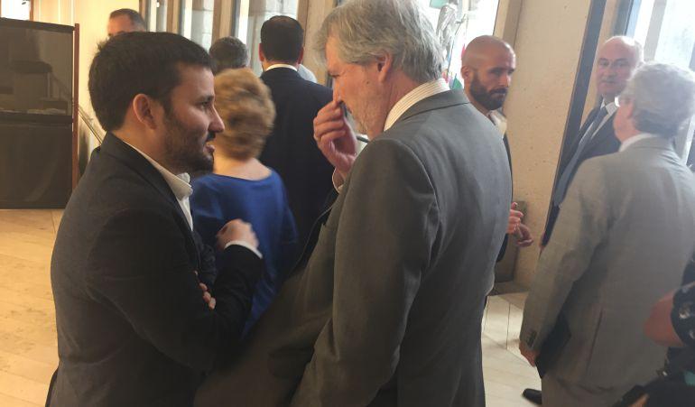 El conseller Vicent Marzà con el ministro Íñigo Méndez de Vigo