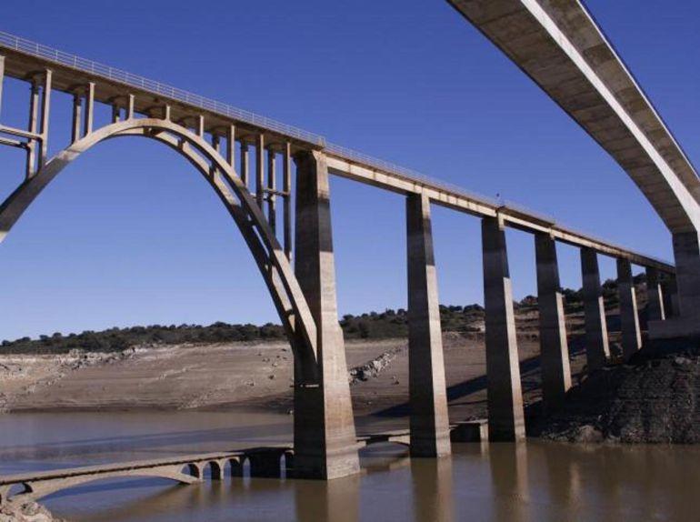 Los aforos de ríos y embalses resisten bajo mínimos