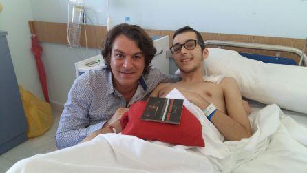 Ernesto recibe la visita de David Dorantes en el hospital