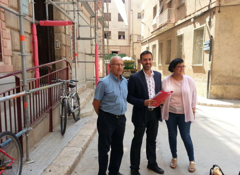 Tres dels regidors de Movem Tortosa han explicat la nova denuncia davant els Jutjats de la capital del Baix Ebre.