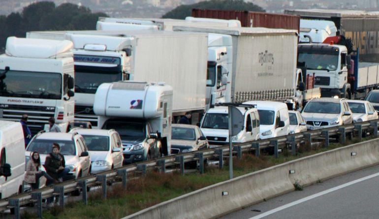 Cinc municipis metropolitans restringiran el trànsit per reduir la contaminació