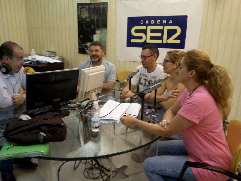 Tres de los participantes y el técnico de la segunda de Lanzadera de Empleo de Jerez, con Eugenio Camacho