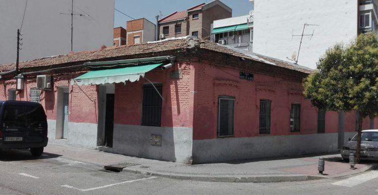 Fachada de la casa fotografiada por Capa