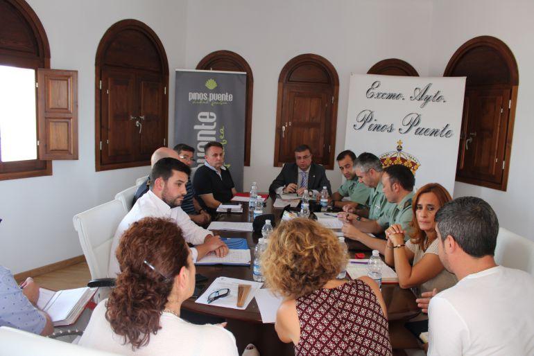 Reunión en el Ayuntamiento de Pinos Puente.