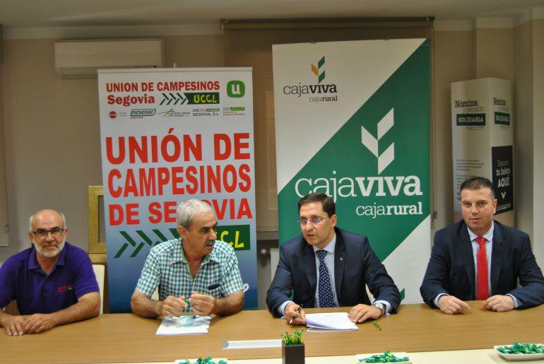 El Director General Adjunto de Cajaviva Caja Rural el Presidente de la Unión de Campesinos de Segovia-UCCL han rubricado el acuerdo.